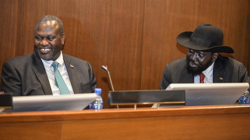 South+Sudan%27s+President+Salva+Kiir+signs+a+peace+deal+with+main+rebel+leader+Riek+Machar+