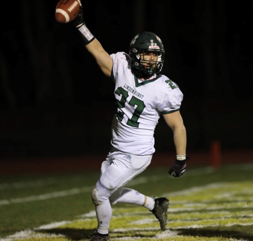 Lindenhurst Football Remains Undefeated in Close Win